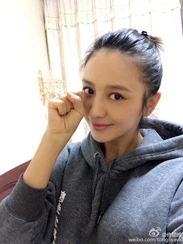 佟丽娅微博截图