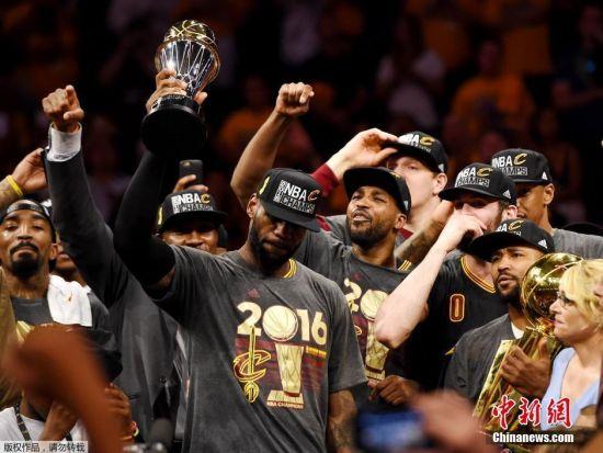 NBA总决赛骑士夺队史首冠 詹姆斯赛后激动哭