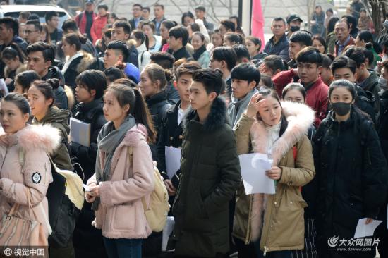 2017年2月19日,北京,北京电影学院艺考复试现场,俊男美女拼颜值,比图片