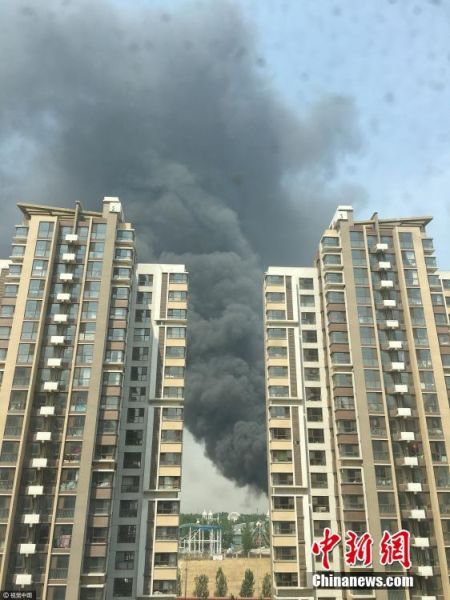 北京蟹岛度假村附近起火 现场传来滚滚浓烟