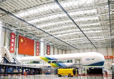 中国商飞上海飞机设计研究院内的铁鸟试验台.新华社记者 丁汀 摄