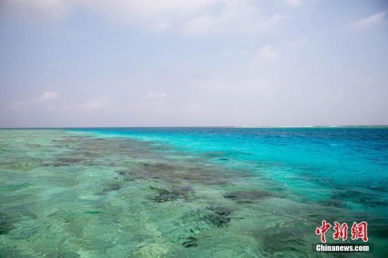 """""""   报道称,三沙市2012年在西沙群岛最大岛屿永兴岛成立,受海南省管辖"""