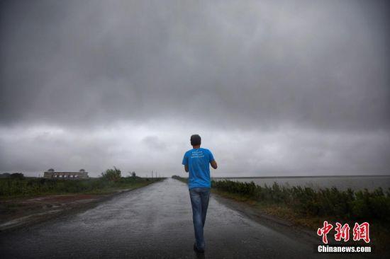 """台风""""安比""""过境 江苏启东全力防御"""