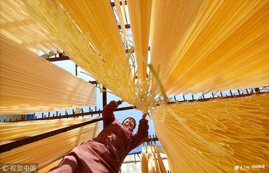 山东淄博:沂蒙挂面 挂满农家院的年味与乡愁