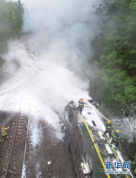 【视频】济南至广州的T179次列车在湖南郴州境内脱轨