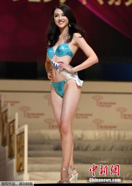 国际小姐选美大赛举行泳装彩排 众佳丽大秀曲线
