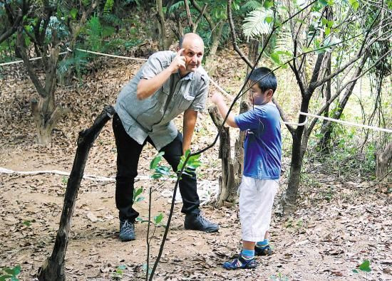 所有中方教师都有国外森林幼儿园的培训认证,外籍教师则据称来自欧美