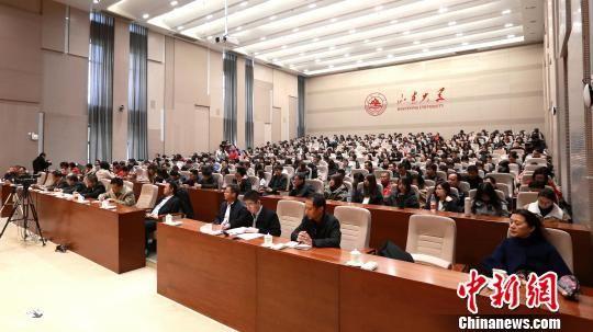 11月21日,山东大学近500位师生全神贯注听中央宣讲团党的十九大精神报