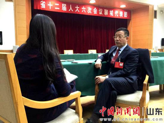 """山东省人大代表秦玉峰""""两会""""期间接受中新社记者采访"""